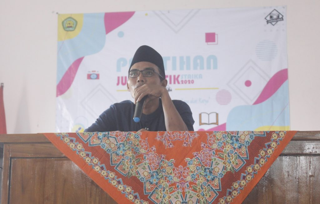 Pembina UKM Jurnalistik STAI Al-Kamal Sarang